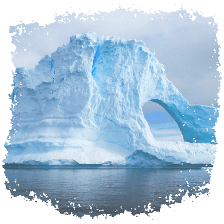 Riesiger Eisberg mit Durchgang - Neverrace Antarctica